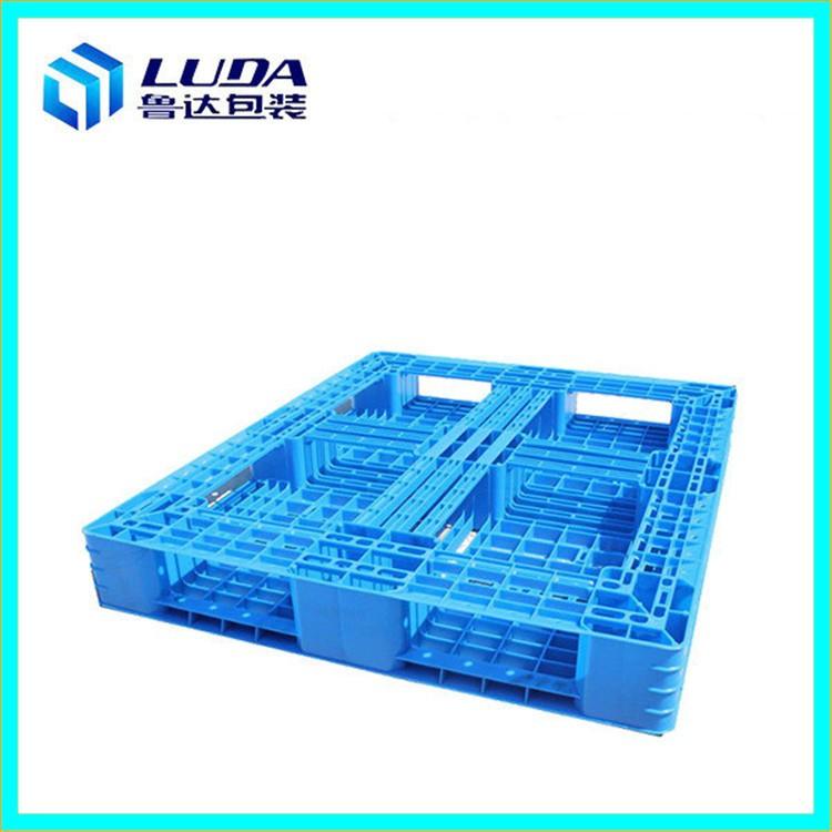 在放货和运输时使用塑料托盘的注意事项